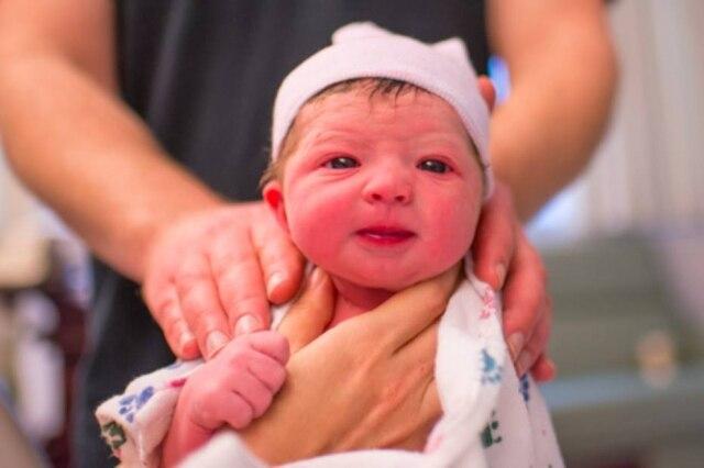 """Lisa enfatiza: """"Nosso bebê é tão dorminhoco esuave, realmente é um bebê muito feliz"""""""
