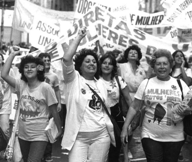 Mulheres fazem comício Pró-Diretas, São Paulo, SP, 16/4/1984.