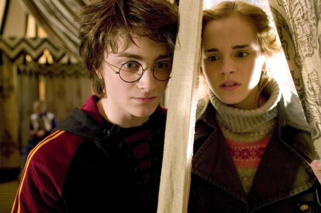 Daniel Radcliffe de Harry Potter e Emma Watson como Hermione Grangerem 'Harry Potter e o Cálice de Fogo', de 2005