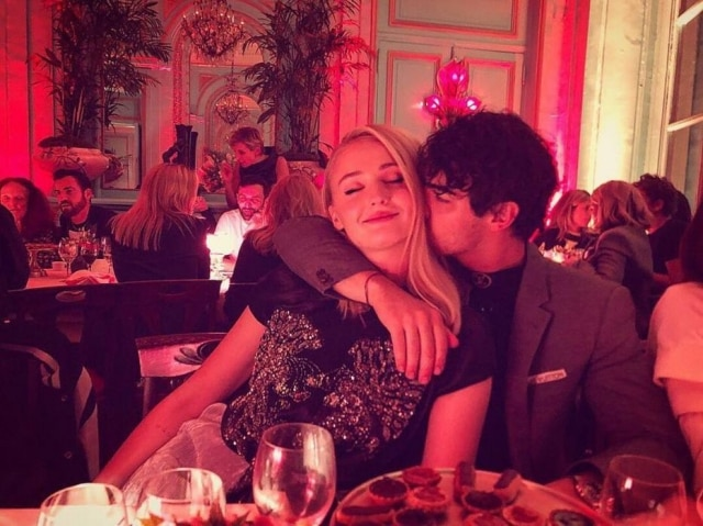 Joe Jonas e Sophie Turner estão noivos há mais de um ano.