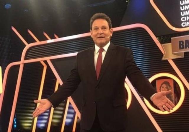 O apresentador do SBT Luís Ricardo.
