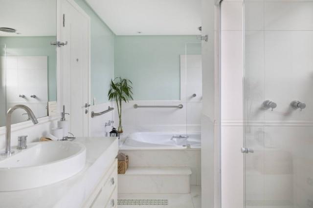 Para evitar acidentes, as barras de segurança são altamente recomendadas no banheiro