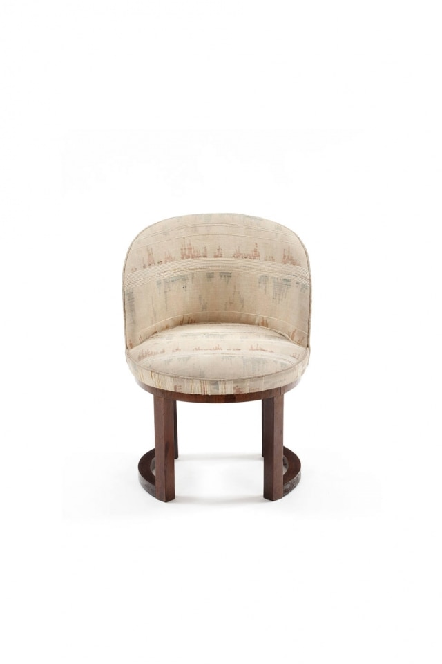 Cadeira redonda, um dos quatro móveis desenhados pelo arquiteto e reeditados pela Etel