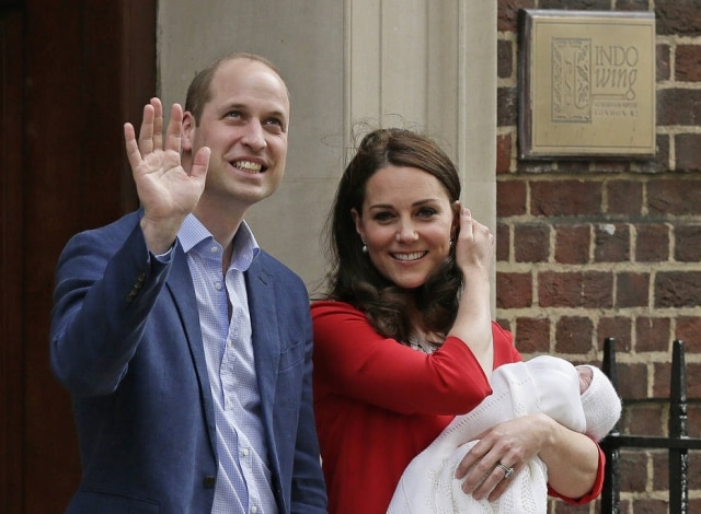 Kate e William com o novo membro da família.