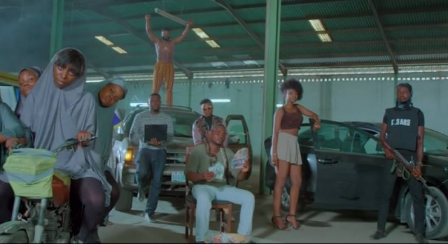 Cena do clipe 'This is Nigeria'.