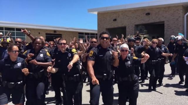 Um departamente de polícia nos Estados Unidos fez cover de uma música do cantor Bruno Mars e viralizou nas redes sociais