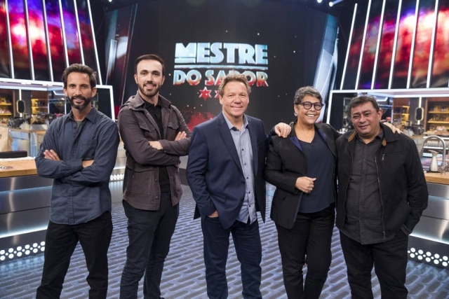 José Avillez, Leo Paixão, Claude Troisgros, Kátia Barbosa e Batista na apresentação do 'Mestre do Sabor', da Globo, em 2 de setembro.