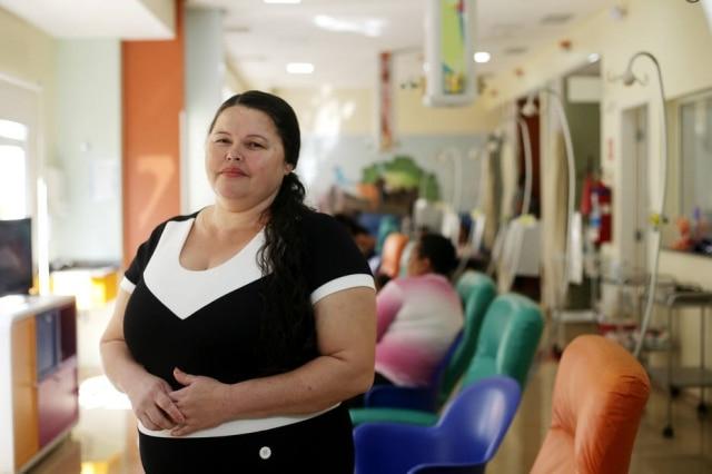 Maria JoséPereira Lima veio da cidade de Santos com o filho para que ele tratasse um câncer que afeta os músculos ligados aos ossos.