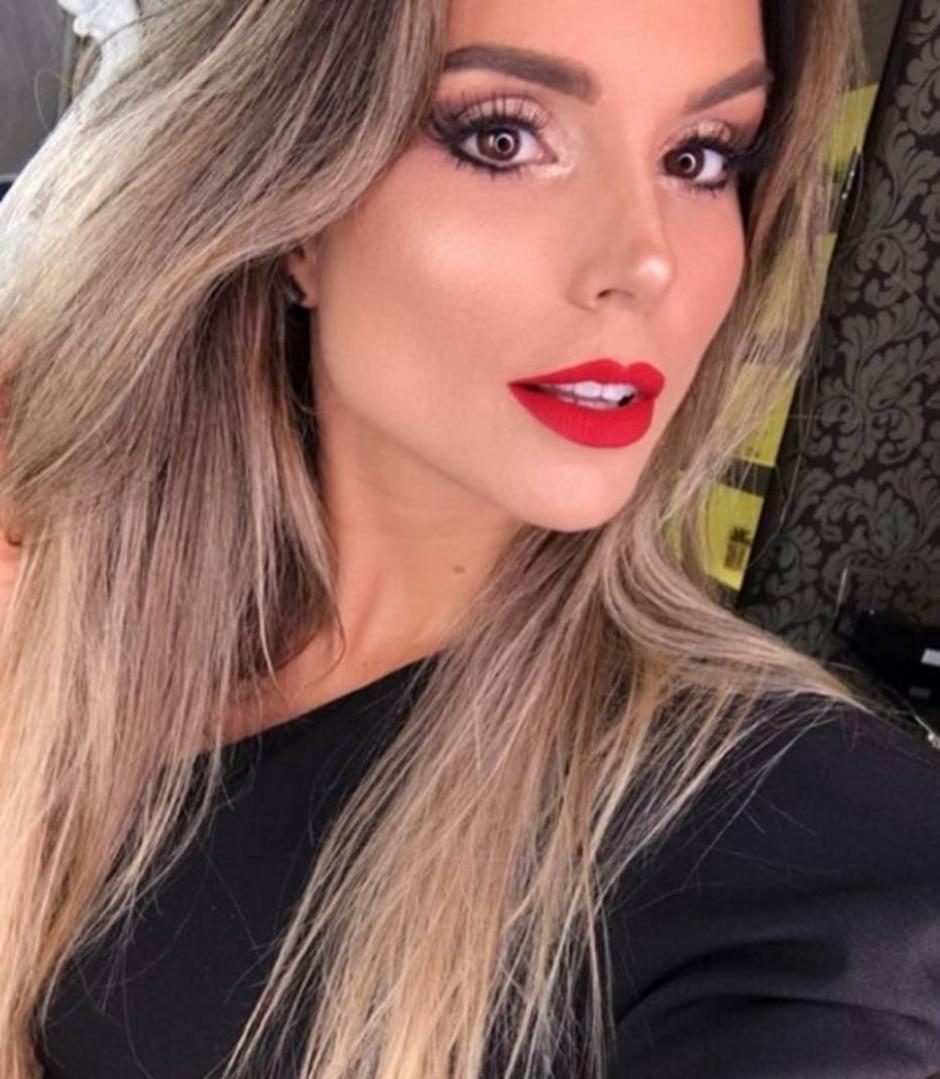 Instagram / @flavia_viana